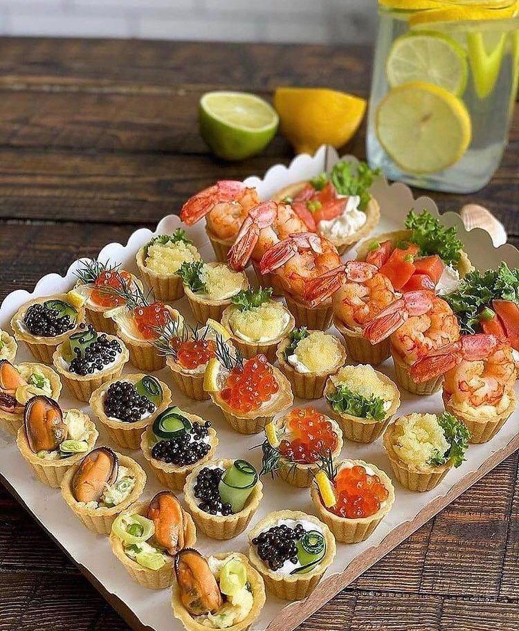 Новорічні закуски, кошики із морепродуктами