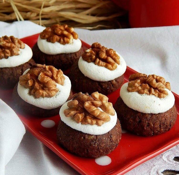 Горіхове печиво, випічка, печиво на тарілці