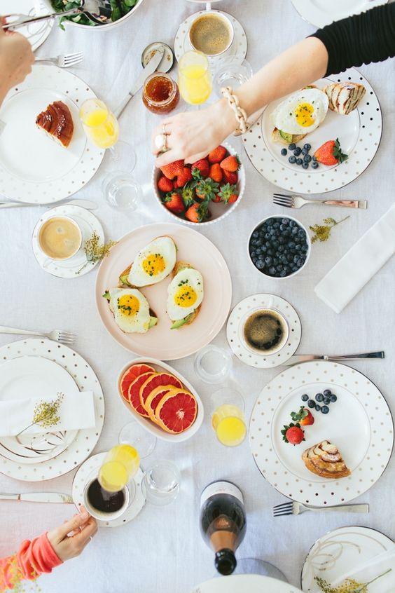 Сніданок, яєчня, корисні страви
