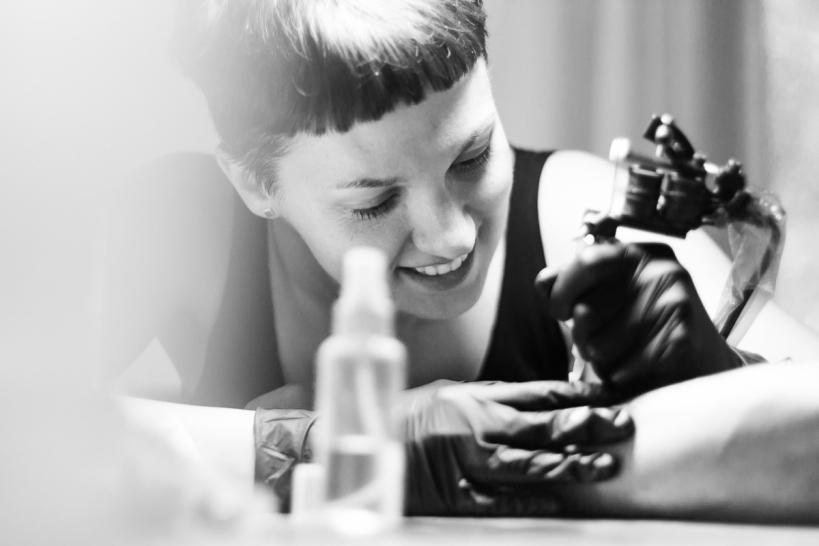 """""""Інтегрую живопис Примаченко в тату"""": правнучка художниці, яка єдина має її хист і жодної картини у спадку - 2 зображення"""
