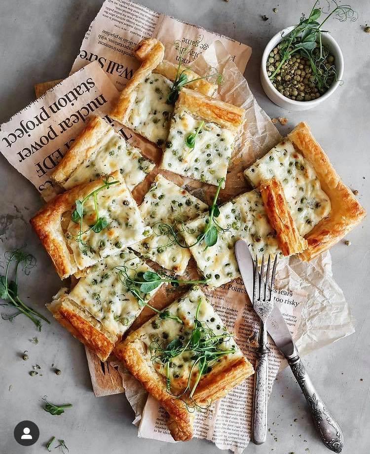 Рецепт для вихідних: три швидкі «пироги» з готового листкового тіста
