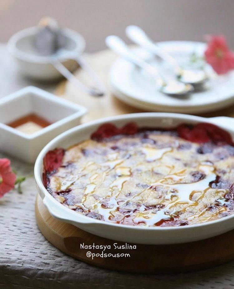 Клафуті або лінивий заливний пиріг з вишнею: рецепт з 4 інгредієнтів